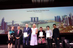 Raih 322 Penghargaan Bukti Kepemimpinan Wali Kota Risma Diakui Dunia