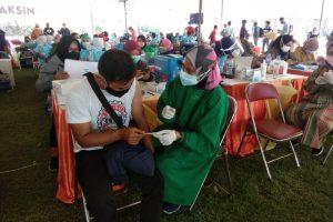Pangkoarmada II, Forkopimda Jatim bersama Pemkot Surabaya Tinjau Langsung Gelora Pancasila sebagai Lokasi Vaksinasi Kali Ini